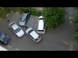 2 бабы паркуются